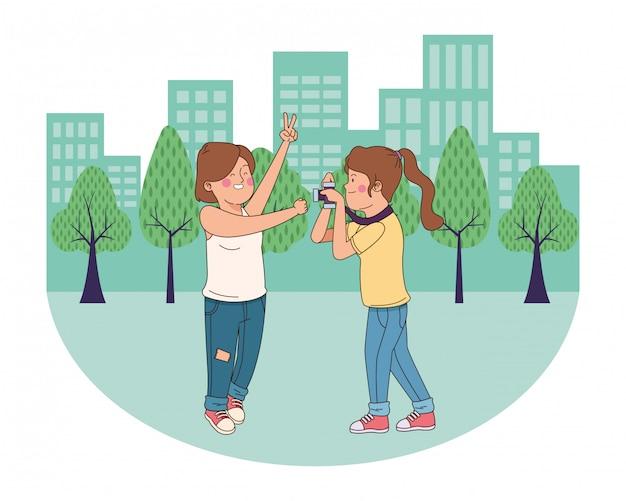 Jugendlichfreunde, die spaßkarikatur lächeln und haben