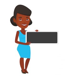Junge afroamerikanerfrau, die leeres brett hält.