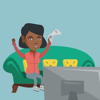 Junge afroamerikanerfrau, die videospiel spielt.