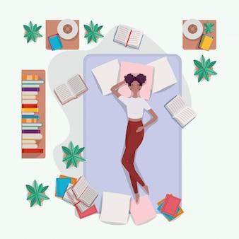 Junge afrofrau, die in der matratze im schlafzimmer sich entspannt
