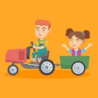 Junge, der einen traktor mit seinem freund im anhänger fährt.