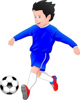 Junge, der fußball auf einem weißen hintergrund spielt