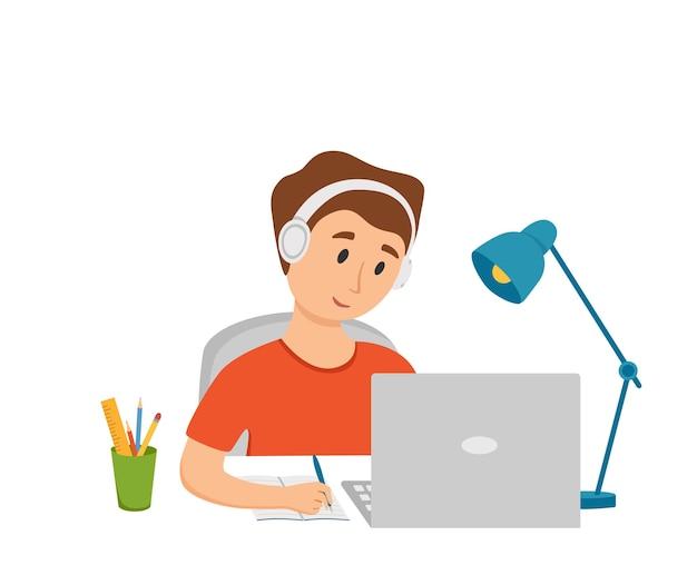 Junge, der online-bildung zu hause cartoon-vektor-illustration studiert. schüler am arbeitsplatz-desktop-computer, der hausaufgaben macht, im internet surft, e-learning, schulunterrichtskonzept. lernprozess des schülers