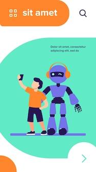 Junge, der selfie mit humanoiden nimmt