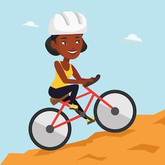 Junge frau auf dem fahrrad, das in den bergen reist.