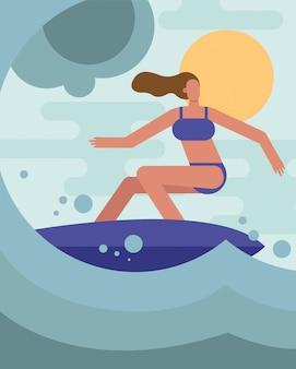 Junge frau, die badeanzug-surfcharakter trägt