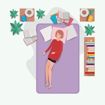 Junge frau, die in der matratze im schlafzimmer sich entspannt