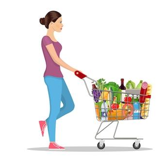 Junge frau drängt supermarkt