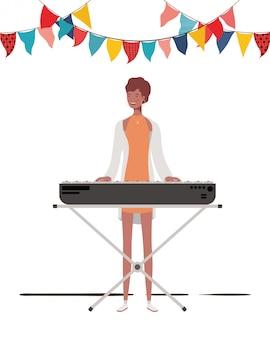 Junge frau mit klaviertastatur