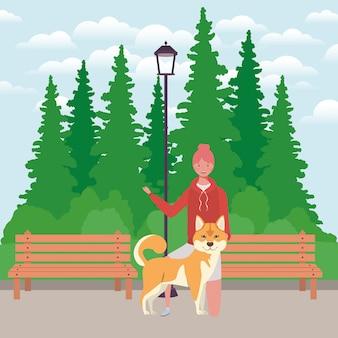 Junge frau mit nettem hundemaskottchen im park