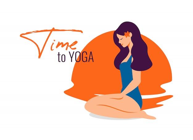 Junge frau praktizieren yoga am strand bei sonnenuntergang.
