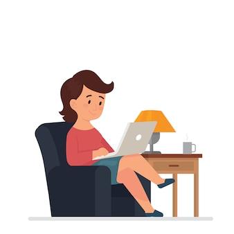 Junge frauen sitzen und arbeiten mit laptops zu hause