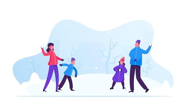 Junge glückliche familie von eltern und kindern, die schneeballschlacht spielen und schneespaß im wintertag haben. karikatur flache illustration