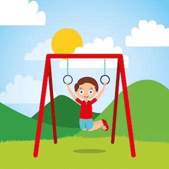Junge hängende ringstange am sonnigen tag des parks