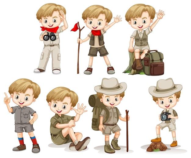 Junge im outdoor-outfit, der verschiedene dinge tut