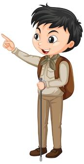 Junge im safari-outfit auf isoliertem hintergrund