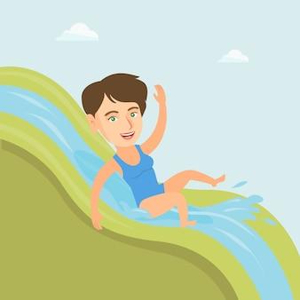 Junge kaukasische frau, die hinunter eine wasserrutsche reitet.