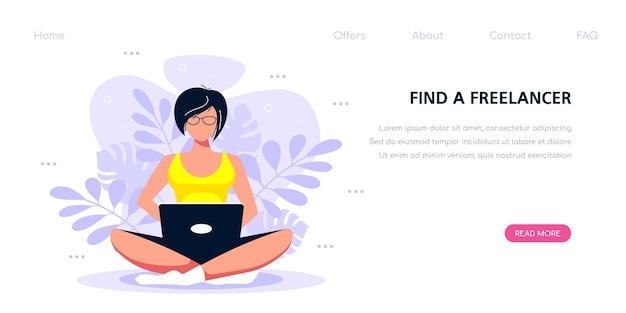 Junge kaukasische frau, die mit laptop arbeitet. flache artillustration auf fröhlichem charakter verwendet mobiles gerät. banner vorlage