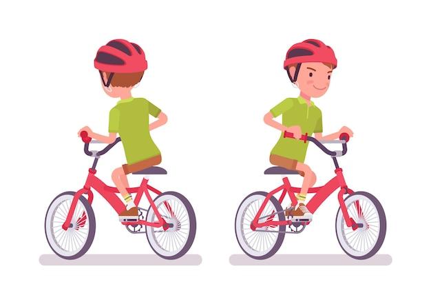 Junge kind 7 bis 9 jahre alt, kind im schulpflichtigen alter, das fahrrad fährt
