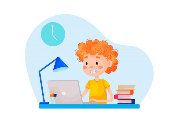 Junge lernt online mit dem laptop am tisch zu hause. vektor flache illustration für websites. quarantäne bleiben zu hause pandemie