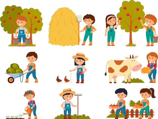 Junge leute am bauernhofvektor, landwirte mit kuh, fütternde hühner des mädchens, junge und mädchen mit apfelkorb, erntezeit. stellen sie vektorillustration ein.
