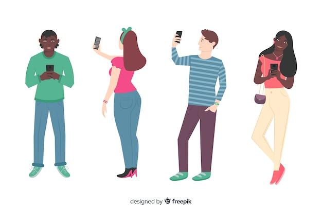 Junge leute, die smartphones halten