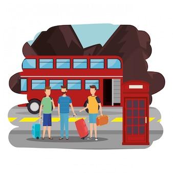Junge männer mit koffern in der londoner straße
