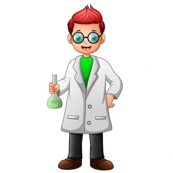 Junge mit brille in weißen laborkittel und flasche lösungsmittel halten