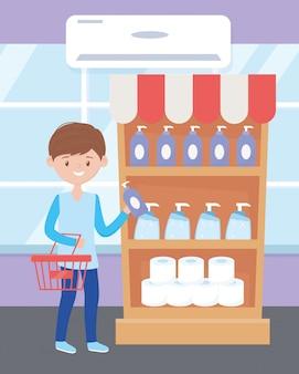 Junge mit korb, der reinigungsprodukte im überkauf kauft