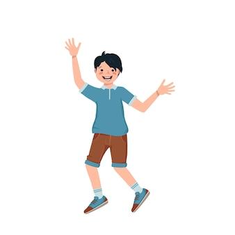 Junge mit schwarzem haar, gesicht in hemd, shorts und turnschuhen lächeln. glückliches kind umarmt, tanzen. ein teenager in lässiger sommerkleidung freut sich. weltkindertag. vektor-illustration