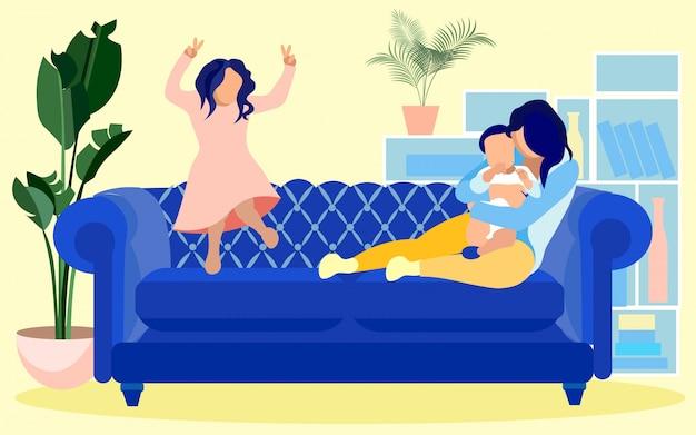 Junge mutter, zeit mit kindern zu hause verbringend