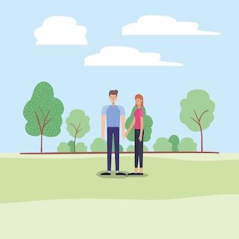 Junge Paare, die auf den Park gehen