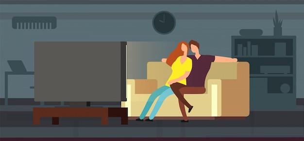 Junge paare, die auf sofa in der modernen wohnzimmervektorillustration fernsehen