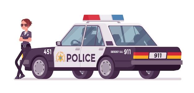 Junge polizeibeamtin, die nahes auto steht