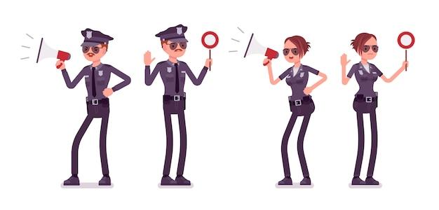 Junge polizisten mit signalen