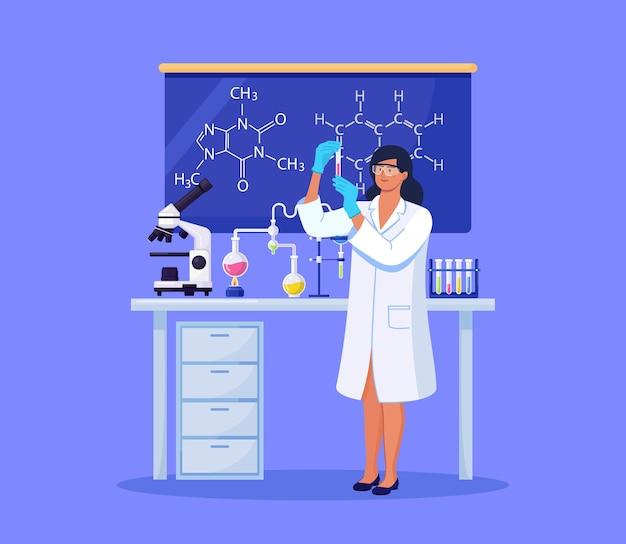 Junge schöne chemikerin mit flaschen mit flüssigkeit in der hand