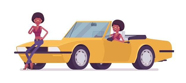 Junge schwarze frau nahe hellgelbem cabriolet