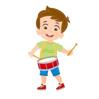 Junge spielt eine trommel