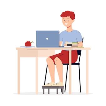 Junge teenager-karikaturfigur, die mit laptop studiert, flach lokalisiert auf weißem hintergrund. homeschooling und internet-technologie für kinder.