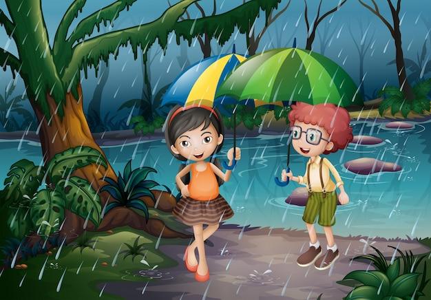 Junge und mädchen, die im regen sind