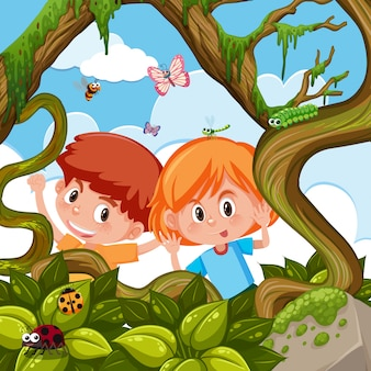Junge und mädchen, die in der natur spielen