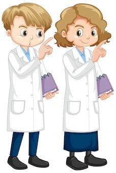 Junge und mädchen im laborkleid halten notizbuch