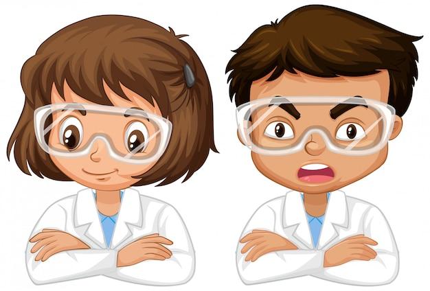 Junge und mädchen im wissenschaftskleid auf weiß
