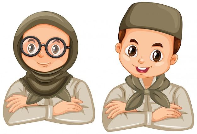 Junge und mädchen in der pfadfinderuniform auf weiß