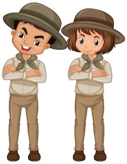 Junge und mädchen in der pfadfinderuniform lokalisiert
