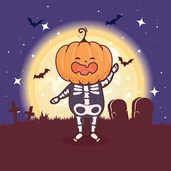 Junge verkleidet von skelett mit kopfkürbis für glückliche halloween-feier im friedhofsszenenvektorillustrationsentwurf
