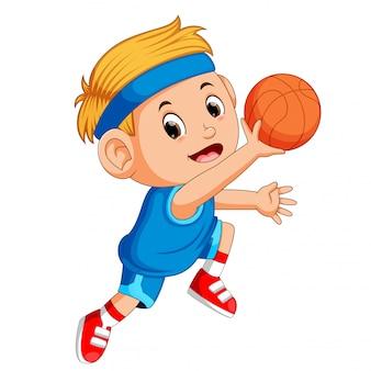 Jungen, die basketball-sport spielen