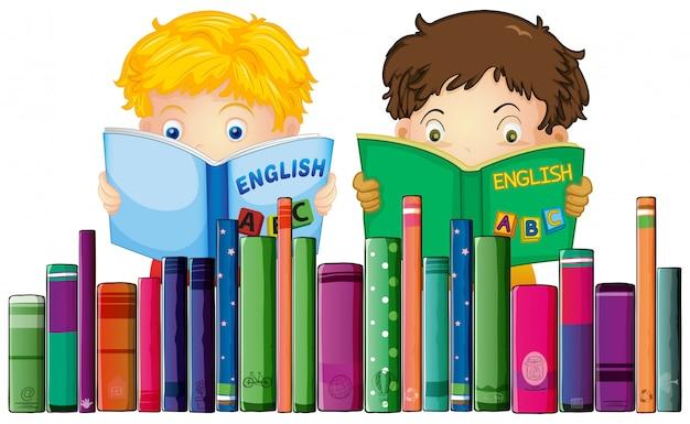 Jungen, die englisches buch lesen