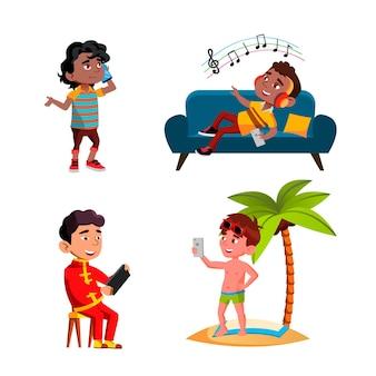 Jungen-kinder, die smartphone-gerät-satz-vektor verwenden