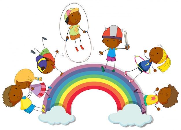 Jungen und mädchen auf dem regenbogen